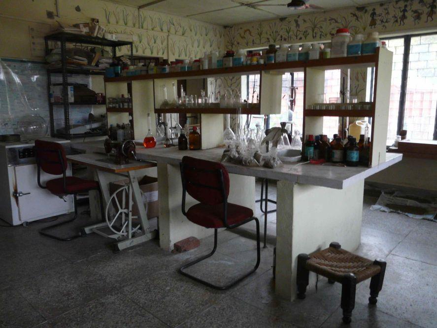 laboratoire-danalyse-de-Navdanya.jpg