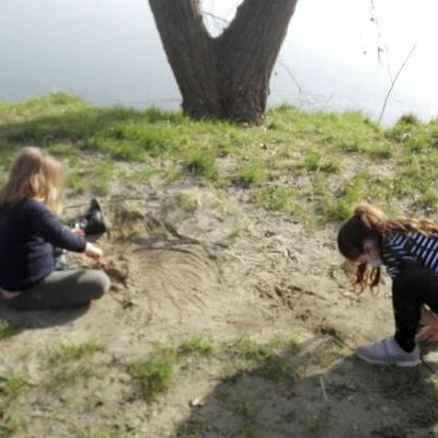 Jeu libre au bord du Rhône : la passion du sable